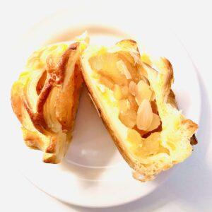 Uchi Café Spécialité 陽まるアップルパイ・秋をカットしてみた