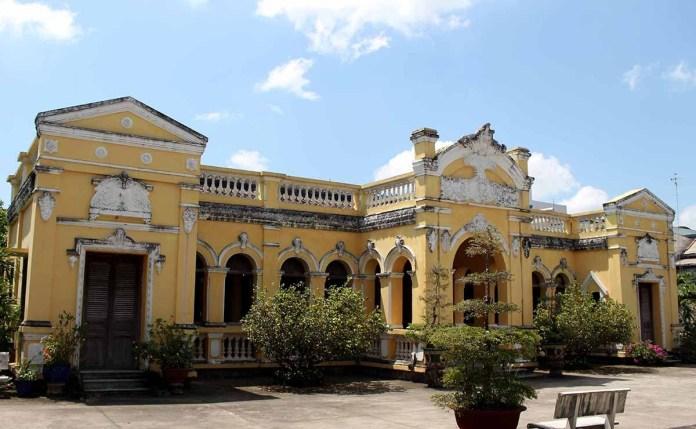 1 DOC PHU HAI 1 1536121174 1200x0 Vẻ đẹp xuyên thời gian của ngôi nhà hơn 100 năm tại Tiền Giang