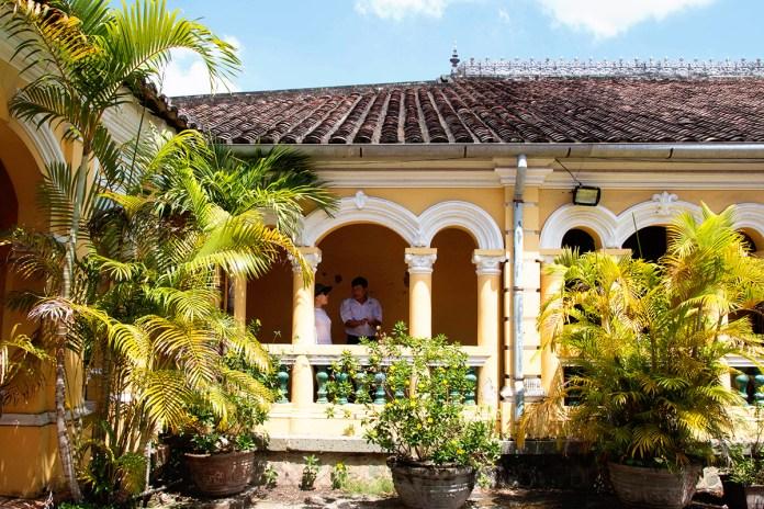 1 DOC PHU HAI 3 1536121180 1200x0 Vẻ đẹp xuyên thời gian của ngôi nhà hơn 100 năm tại Tiền Giang