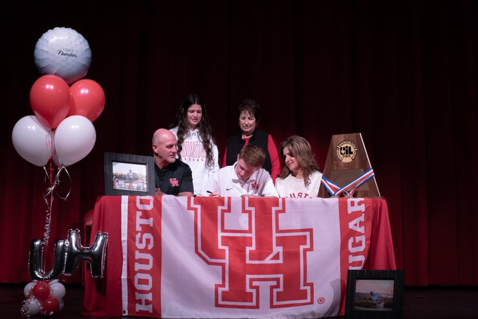 Austyn Reily signing with the Coogs