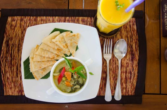 Green Curry with Fresh Roti