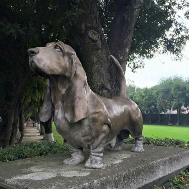 basset-hound-statue-7.jpg