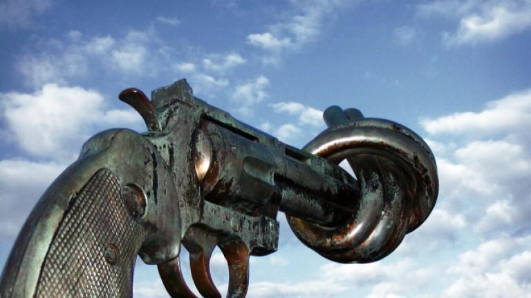 non_violence_sculpture_by_carl_fredrik_reutersward_malmo_sweden1.jpg