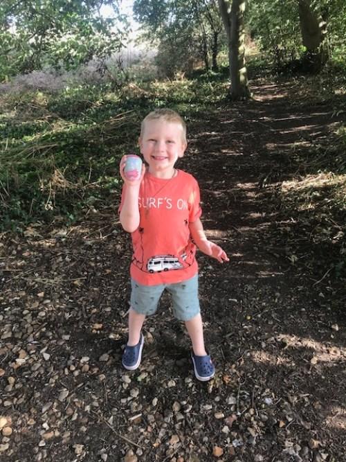 #godberstravel #godberboys #paintingpebblesandrocks #paintedpebbles #paintedrocks #toddlerfun #toddlercraft #toddleroutsidefun #loverocks #loverocksMK #loverocksUK