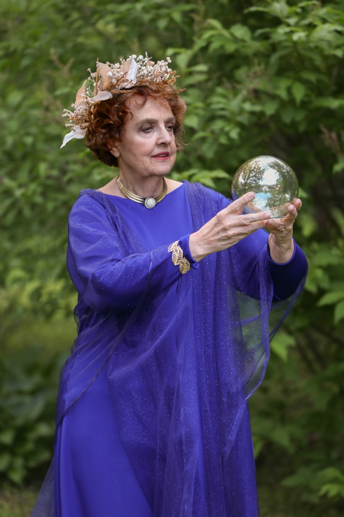 gloria-with-orb