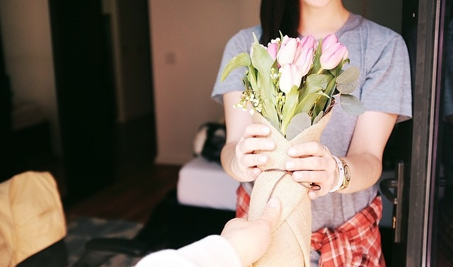 blomster på døra gave til kona