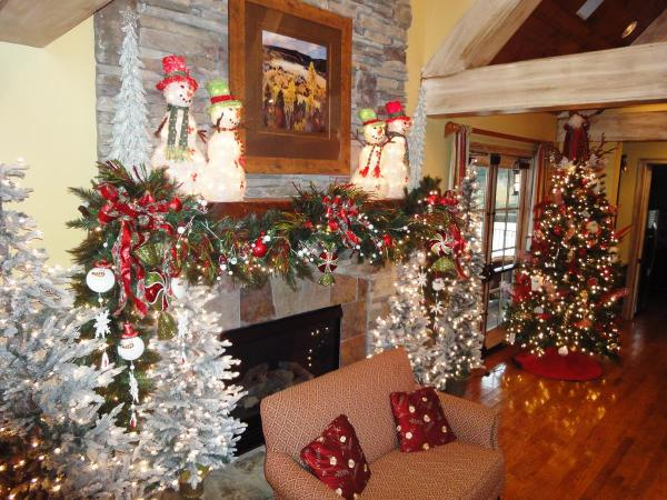 fireplace mantel christmas decorating ideas - Christmas Fireplace Decorating Ideas
