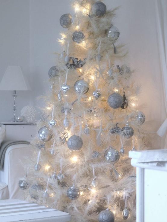 30 CLASSIC WHITE VINTAGE CHRISTMAS DECORATION IDEAS