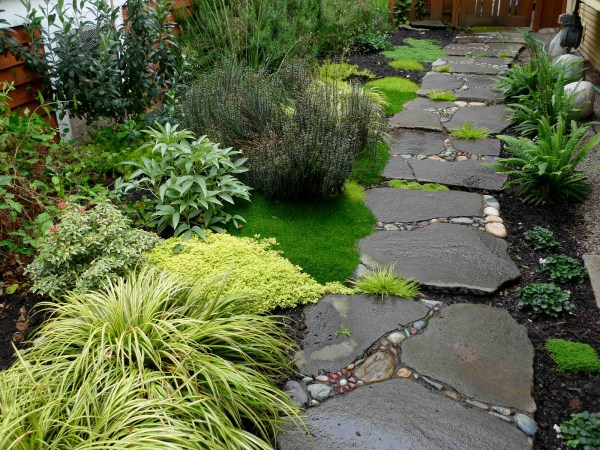 mesmerizing garden stone path