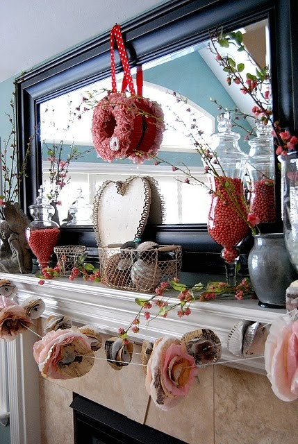 19 LOVELY VALENTINE FIREPLACE MANTEL DECORATING IDEAS