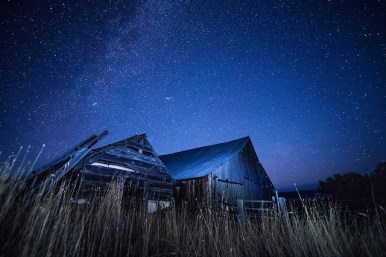 barn-at-night-stars
