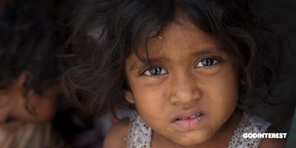 This little girl, along with thousands of other children, lives in the slums of Delhi. She–and the children like her–lack access to education, nutritious food and health care facilities, to name the least. They begin working at a very young age picking up trash or working for small workshops to earn wages to provide for themselves.