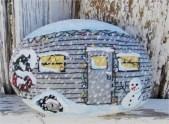 Beautiful christmas rock painting ideas (23)