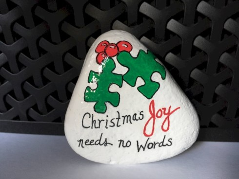 Beautiful christmas rock painting ideas (29)