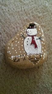 Beautiful christmas rock painting ideas (36)