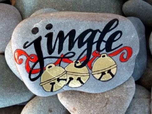 Diy cristmas painted rock design 03