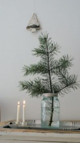Ideas to decorate your space with candles for christmas 13