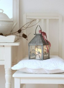 Ideas to decorate your space with candles for christmas 50
