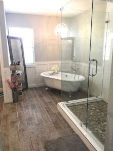 Small bathroom with bathtub ideas 23