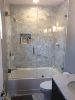 Small bathroom with bathtub ideas 37