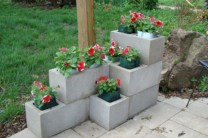 Ways to decorate your garden using cinder blocks 01