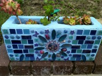 Ways to decorate your garden using cinder blocks 02