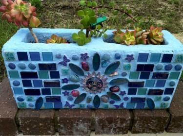 Ways to decorate your garden using cinder blocks 02