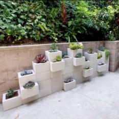 Ways to decorate your garden using cinder blocks 07