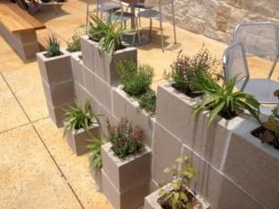 Ways to decorate your garden using cinder blocks 09