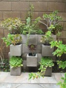 Ways to decorate your garden using cinder blocks 21