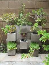 Ways to decorate your garden using cinder blocks 21