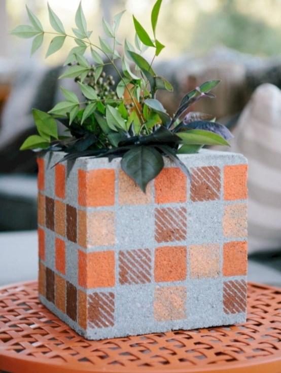 Ways to decorate your garden using cinder blocks 26