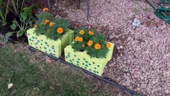 Ways to decorate your garden using cinder blocks 29
