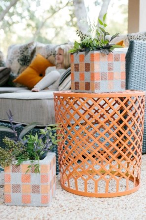 Ways to decorate your garden using cinder blocks 30