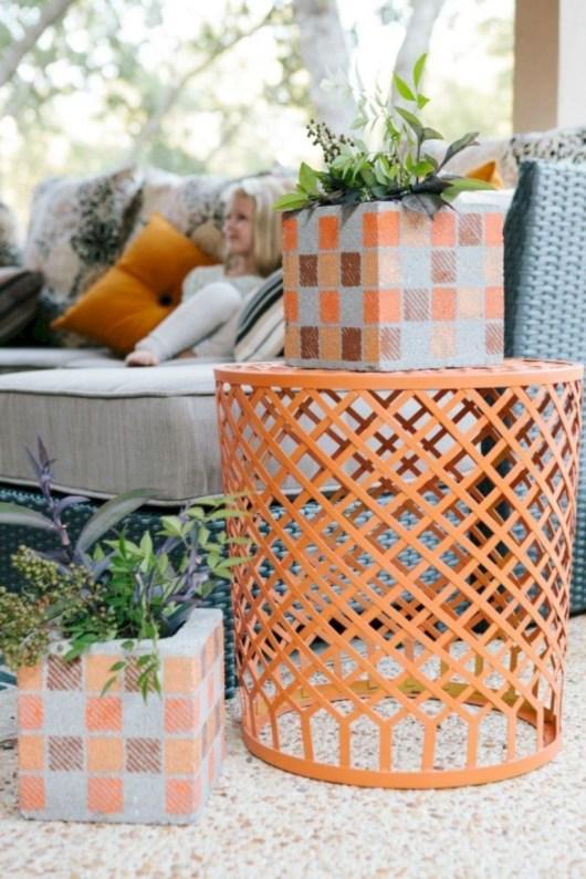 Ways to decorate your garden using cinder blocks 30