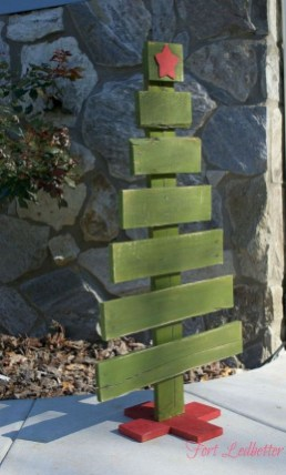 Ways to make your own christmas tree from pallet wood 06