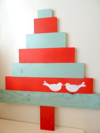 Ways to make your own christmas tree from pallet wood 07