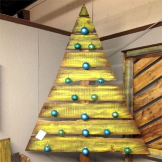 Ways to make your own christmas tree from pallet wood 12