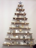 Ways to make your own christmas tree from pallet wood 17