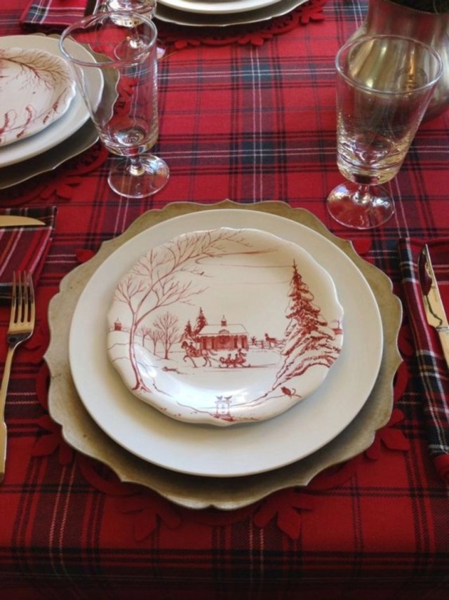 Christmas tablescapes setting with christmas plate and tartan tablecloth