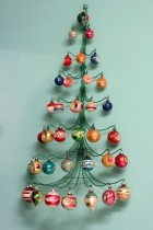 Diy wall christmas tree to save your space 23