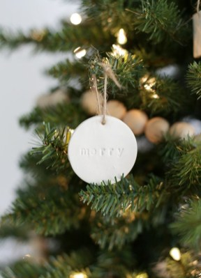 Easy but beautiful diy christmas ornaments 09