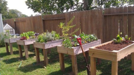 Easy to make diy raised garden beds ideas 21