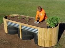 Easy to make diy raised garden beds ideas 33