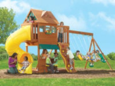 Fabulous backyard playhouse to delight your kids 14
