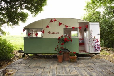 Fabulous backyard playhouse to delight your kids 28