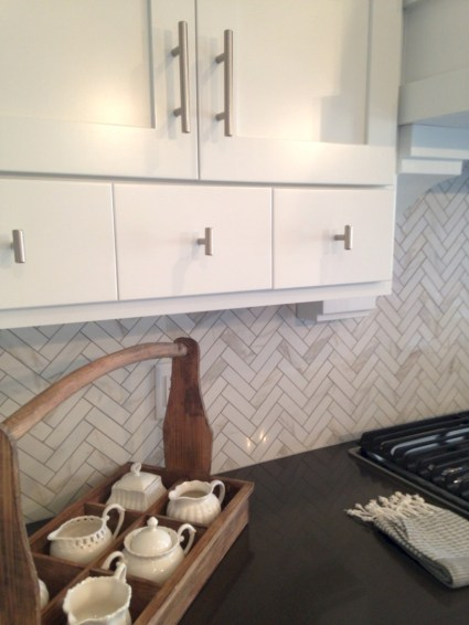 Adorable marble herringbone backsplash detail 04