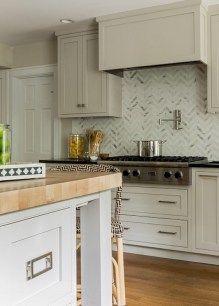 Adorable marble herringbone backsplash detail 08