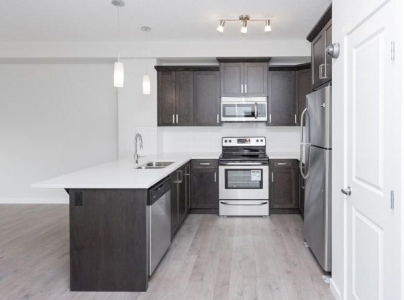 Distinctive kitchen lighting ideas for your kitchen 27