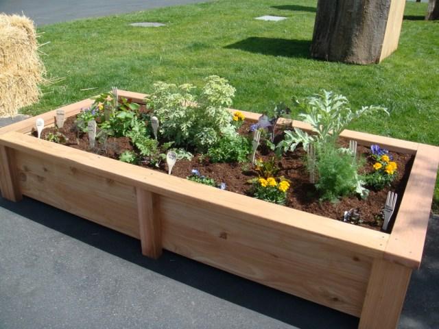 Easy Garden Bed Ideas 8 cool diy garden bed and planter ideas godiygo nice raised garden bed ideas workwithnaturefo
